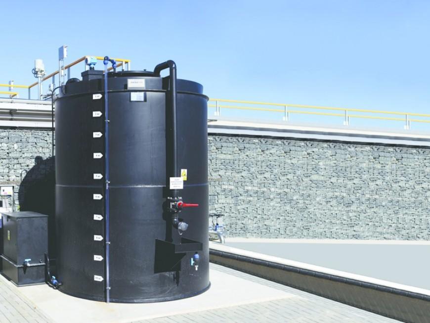 Plastové samonosné dvouplášťové nádrže pro skladování chemikálií, beztlaké